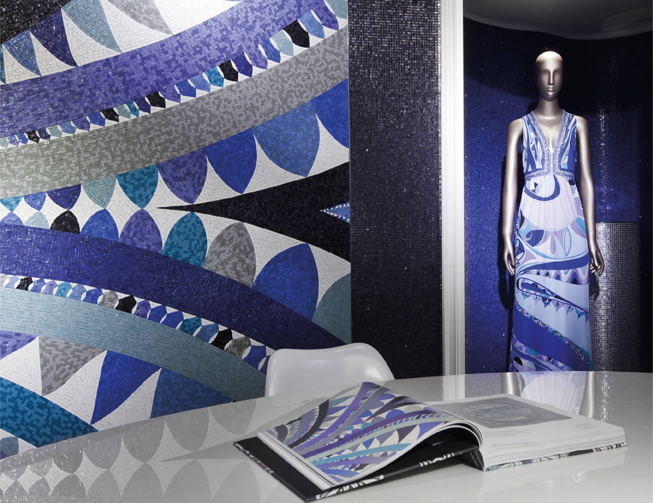 Collezione Bisazza wears Pucci, decoro Fontana e sue trasposizioni su tessuto, stampa e mosaico.